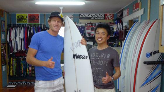MT Woodgee Surfboards ファクトリーでビードと