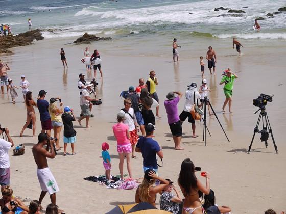 海岸を走っただけでもこのカメラの数 Quiksilver Pro 2013